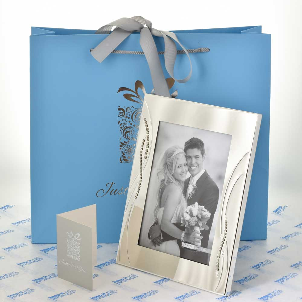 ... Wedding Photo Frames / Engraved Silver Wedding Photo Frame With